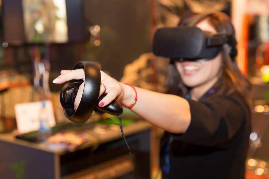 location oculus rift woman, animation réalité virtuelle