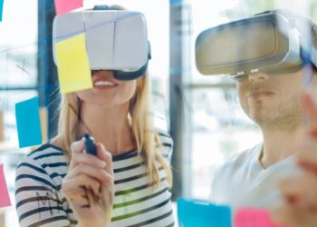 agence création de contenu VR équipe en pleine création