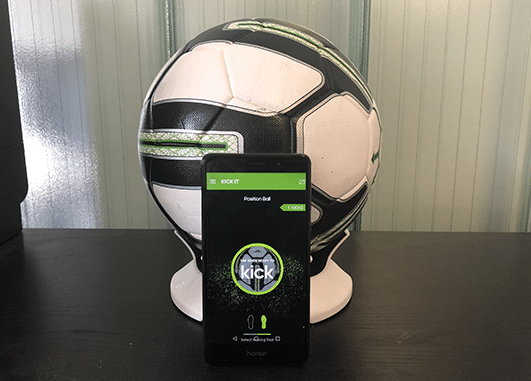 animation football ballon connecté
