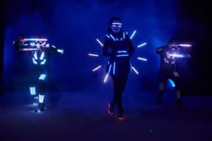 performance de danseurs LED